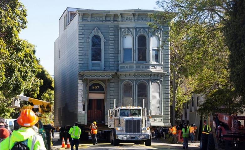 Cum a fost mutată o casă veche de peste 100 de ani la o altă adresă