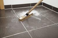 Curăţenie, îngrijire şi protecţie după constructori sau meșteri