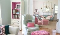 O casa de la tara cu interioare in culori pastelate Stilul este simplu plin de culoare
