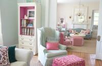 O casa de la tara cu interioare in culori pastelate