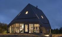 Casa asamblată în două zile și proiectată să reziste în condiții extreme