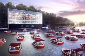 Un cinematograf plutitor la care mergi cu barca, pe Sena în această vară