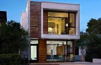 O casa ingusta dar cu interioare generoase