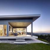 Frumoase case ! Pentru folosirea spațiului de pe esplanada casei este mai util și frumos să construiești acoperiș drept, pentru a reda naturii...