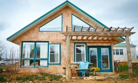 Casele din baloti de paie - ieftine, eficiente si sustenabile