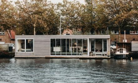 O casă plutitoare, care oferă o priveliște spectaculoasă