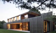 Exterior placat cu lemn de cedru pentru interioare linistite Echipa de la Bates Masi Architects a