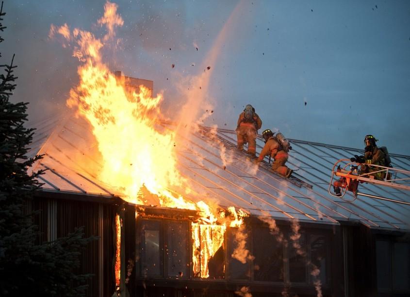 Siguranţa la incendiu: Astăzi, o cameră întreagă arde în 3 minute. Cum ne protejăm