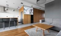 Apartament reamenajat cu gandul la prieteni Datorita spatiilor deschise si a elementelor modulare spatiile de locuit