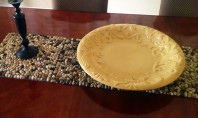 Suport pentru farfurii decorat cu pietre Pietre pe masa? Daca fac parte dintr-un suport pentru farfurii