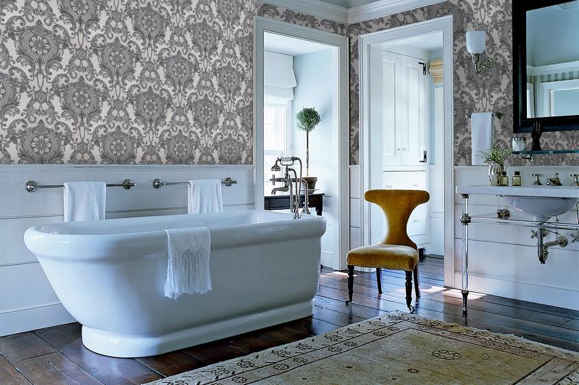 Tapetul, o soluție creativă pentru decorarea pereților din baie