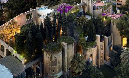 Casa si studioul arhitectului Ricardo Bofill, ascunse intre peretii unei vechi fabrici de ciment