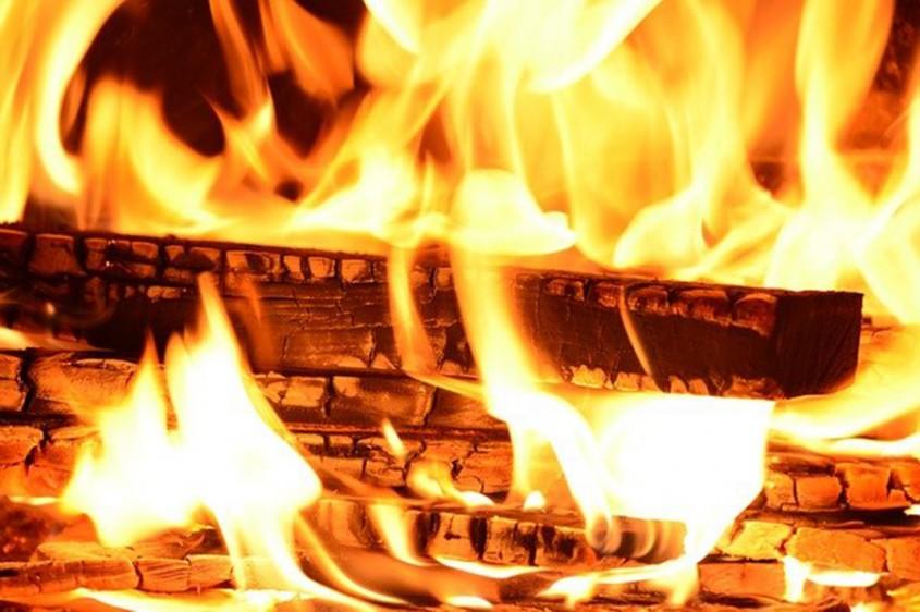 Când și cum alegi centrale pe lemne? 5 criterii esențiale