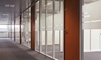 Avantajele peretilor demontabili Peretii demontabili pot optimiza spatiul fiecarui birou astfel incat sa confere un aspect