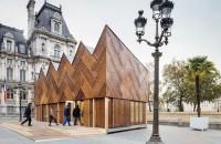 Pavilion finisat cu 180 de usi reciclate Privita de la departare aceasta constructie cu acoperis in zig-zag este un simplu pavilion dar odata ce te apropii constati ca exteriorul este integral realizat din usi de lemn reciclate.