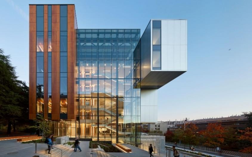 Faţadă HPL cu finisaj furnir: Life Sciences Building (LSB)
