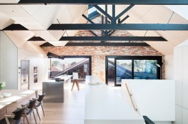 Un depozit din cărămidă este acum o casă primitoare și luminoasă