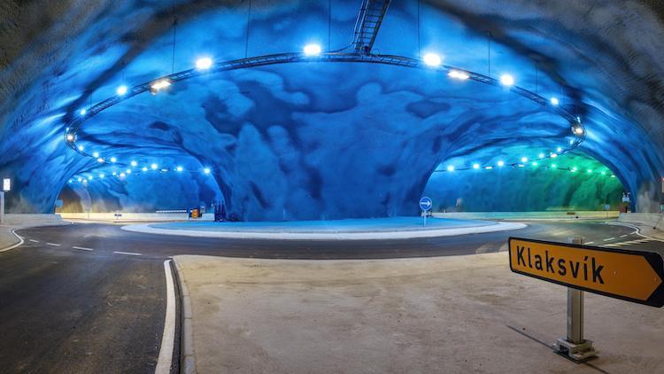Primul sens giratoriu subacvatic din lume este în acelaşi timp o operă de artă