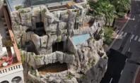 Înapoi în grotă O locuință spectaculoasă construită direct în stâncă (Video) Inarmati cu o viziune -