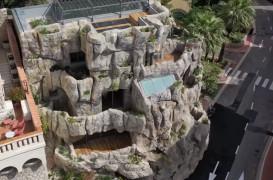Înapoi în grotă: O locuință spectaculoasă construită direct în stâncă (Video)