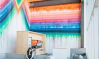 Noile birouri ale companiei Facebook se remarca prin culori vii si interioare decorate cu simt artistic