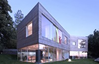 Casa Oceanside, joc de spatii transparente Biroul de arhitectura Elding Oscarson reuseste sa aduca un elogiu trecutului excentric al orasului Molle prin intermediul designului contemporan propus pentru locuinta Oceanside.
