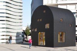 O schiță a arhitectului Ettore Sottsass a fost transformată într-un pavilion pentru Bienala de Arhitectură din Orléans