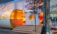 Birouri londoneze inchise in fasii de policarbonat frumos colorate Aceasta cladire din Londra se remarca prin