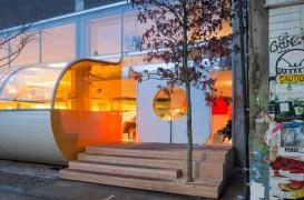 Birouri londoneze inchise in fasii de policarbonat frumos colorate