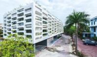 Spatii de birouri intretesute cu zone de vegetatie La inceputul acestui an echipa de arhitecti din Vietnam, H&P Architects a prezentat proiectul pentru o cladire de birouri din Ha Tinh City gandita sa fie eficienta energetic si in armonie cu climatul zonei.