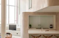 Spatiul unui fost depozit este acum o casa primitoare si confortabila