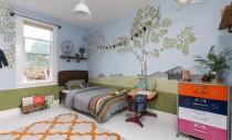 Un dormitor si o baie amenajate special pentru copii