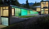 O casă în pădure cu vedere spre munți Cladirea proiectata de biroul David Coleman Architecture este