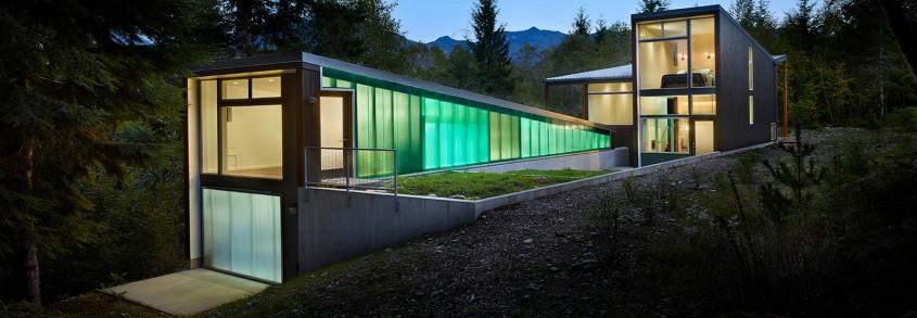 O casă în pădure cu vedere spre munți