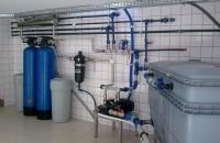 Tratarea apei - de ce este necesar sa tratam apa din surse proprii In zonele rezidentiale care nu au posibilitatea racordarii la o retea de distributie a apei centralizata, sursa de apa este filtrata si tratata pana la potabilizare de catre furnizorii de astfel de servicii.