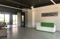Alukönigstahl inaugurează showroom-ul din Chișinău, cu o investiție de 60.000 de euro Alukönigstahl, sucursala concernului austriac cu același nume, lider european pe piața sistemelor din aluminiu, PVC și oțel, deschide noul sediu în Chișinău - Republica Moldova, dotat și cu un showroom modern, care a atras o investiție de aproximativ 60.000 de euro.