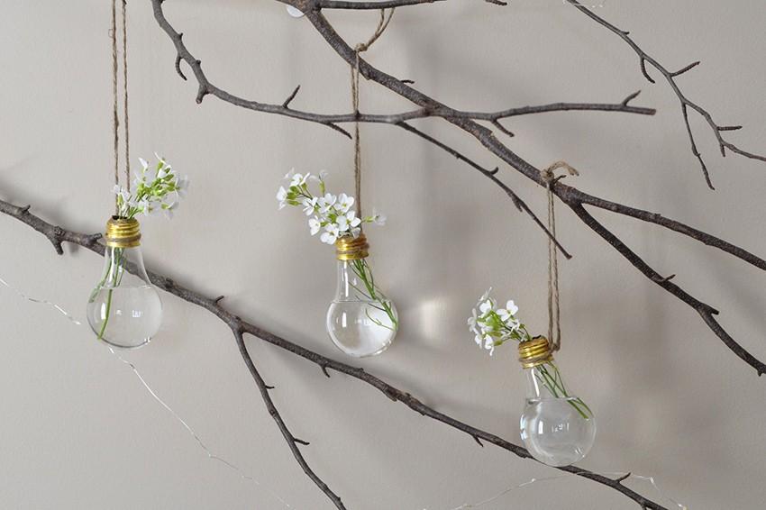 Cum transformi niște becuri arse în noi vaze decorative?