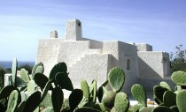 O casa cu pereti din roca vulcanica si fibre de cactus