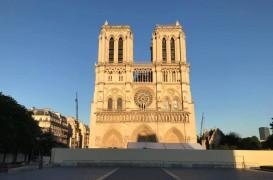 Ce decizie s-a luat cu privire la reconstruirea Catedralei Notre-Dame