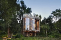 O casă în copaci cu interioare incredibil de luxoase