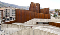 Casa de cultura finisata cu otel Corten pentru a aminti de industria miniera din Ortuella Industria