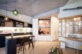Doi designeri de interior au făcut o locuință luminoasă pentru patru persoane dintr-un garaj vechi din Paris