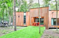 O casa construita in jurul copacilor existenti