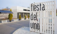 Magazin de vinuri construit din paleti Biroul de proiectare polonez Model Lina Architekci s-a specializat in
