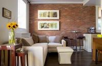 Pereți de cărămidă în amenajările interioare Peretii interiori placati cu caramida surprind privitorul si imprima un caracter ferm amenajarii interioare, fie ca este vorba de un decor modern, fie unul rustic.