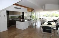 Cum să aduci o notă de modernism casei tale