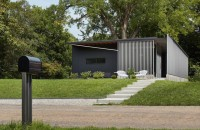 Studenții de la arhitectură se implică în procesul de construire al unor locuințe durabile