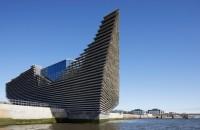 Primele imagini cu muzeul V&A Dundee din Scoția, proiectat de Kengo Kuma