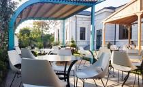 Mobilierul de terasă, esențial pentru a te bucura de localul preferat și de primăvară fără compromisuri