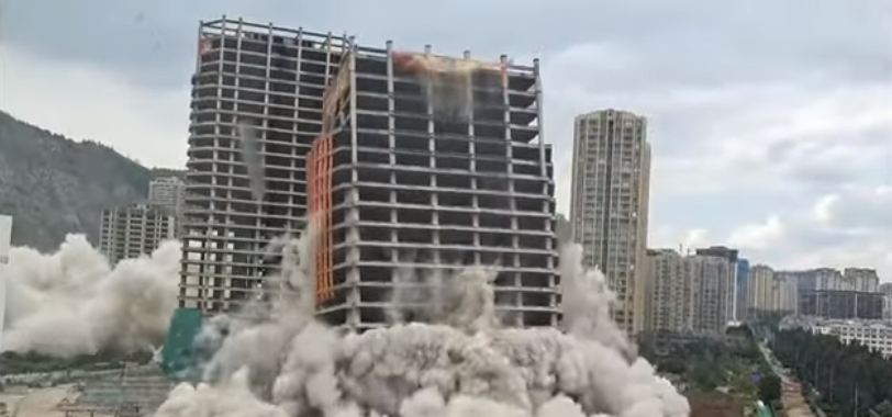 14 zgârie-nori demolaţi în 45 de secunde (Video)